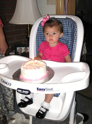 Charis has her first birthday 029